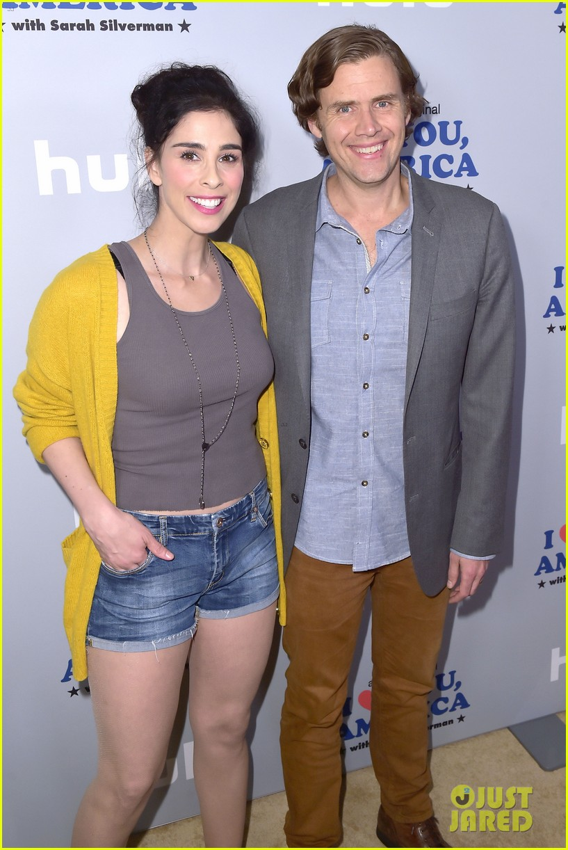 sarah silverman gets support from boyfriend michael sheen at i love you america 123971513
