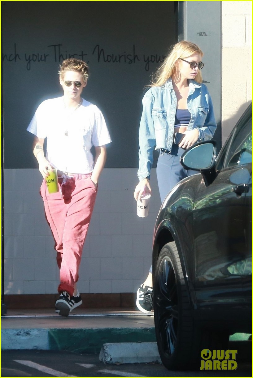 kristen stewart stella maxwell qwench their thirst in los angeles 033976428
