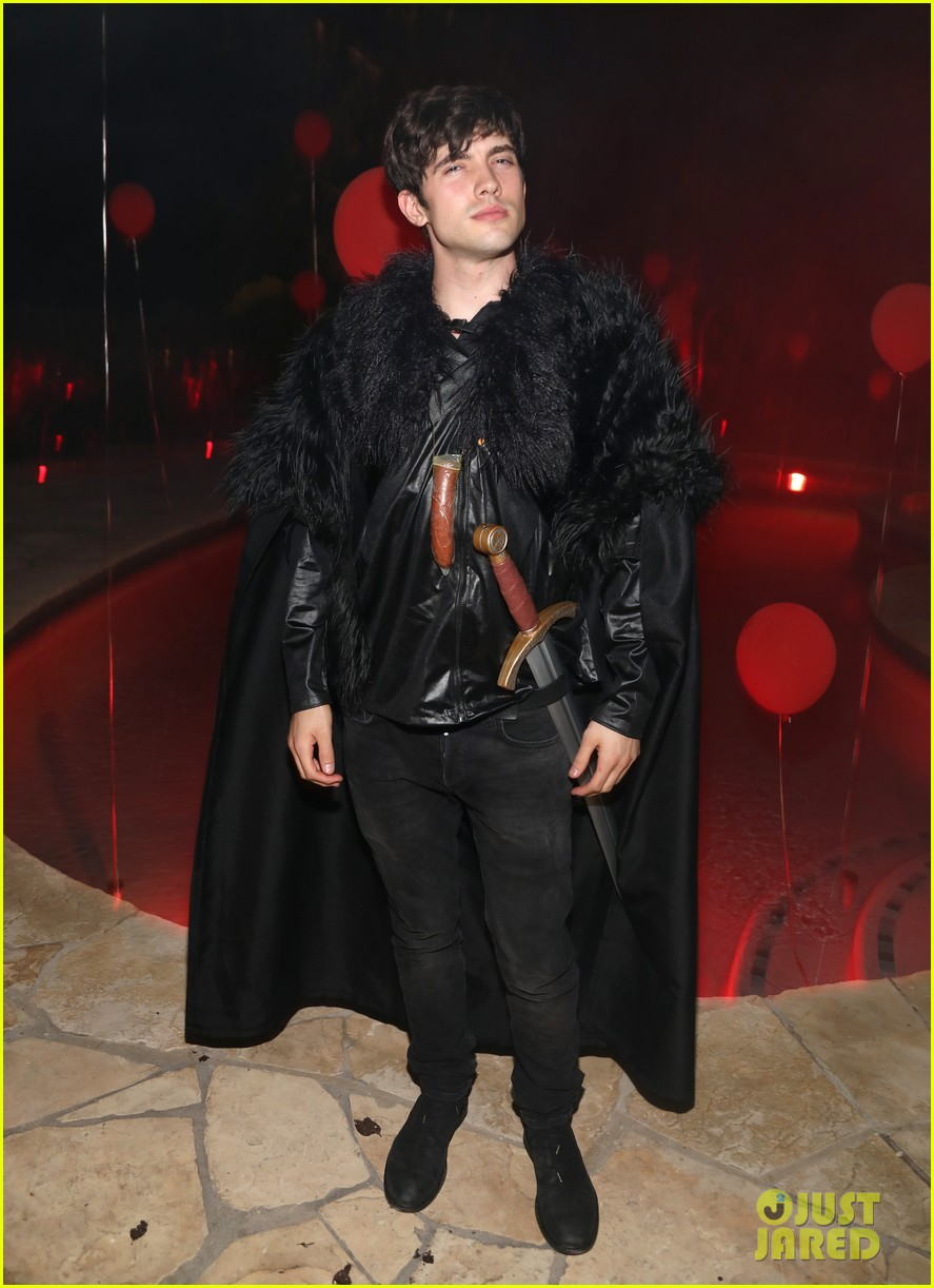 gregg sulkin could pass for james bond at just jared halloween party