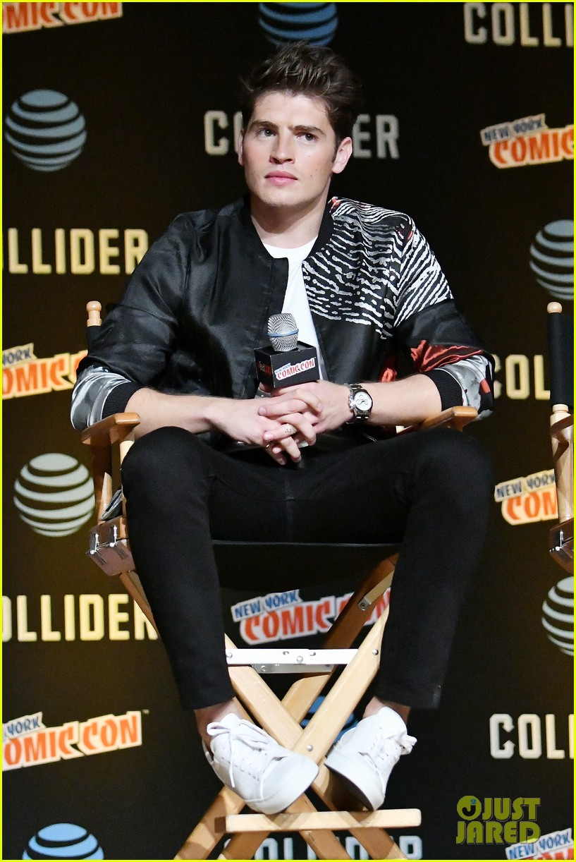 gregg sulkin and runaways co stars bring new series to new york comic con 033969451
