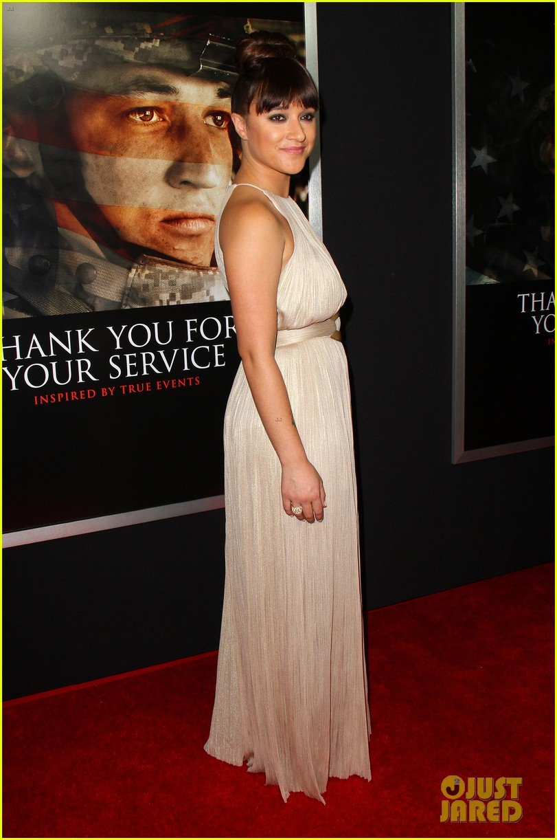 miles teller keleigh sperry couple up at thank you for your service premiere 023977176