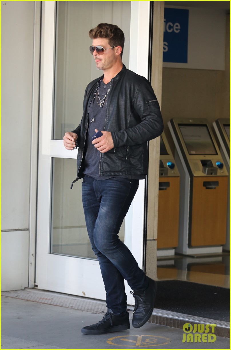 robin thicke his son julian are ready for halloween 043974122