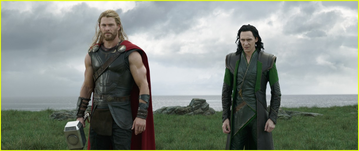new thor ragnarok pics shirtless chirs hemsworth 023976760