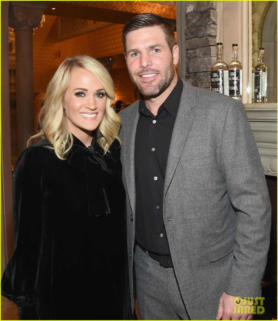 carrie underwood mike fisher support sean penn haitian relief organization 013977556