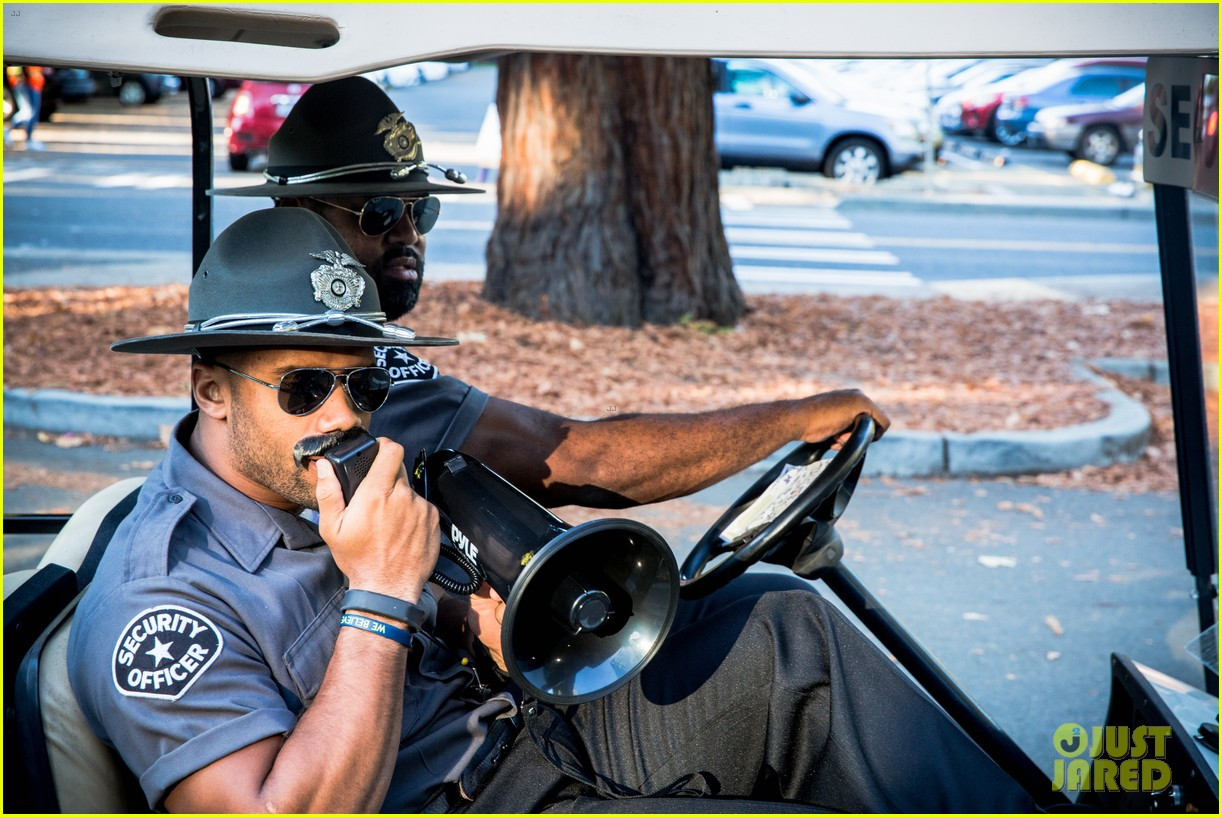 russell wilson tries to go undercover 023971792