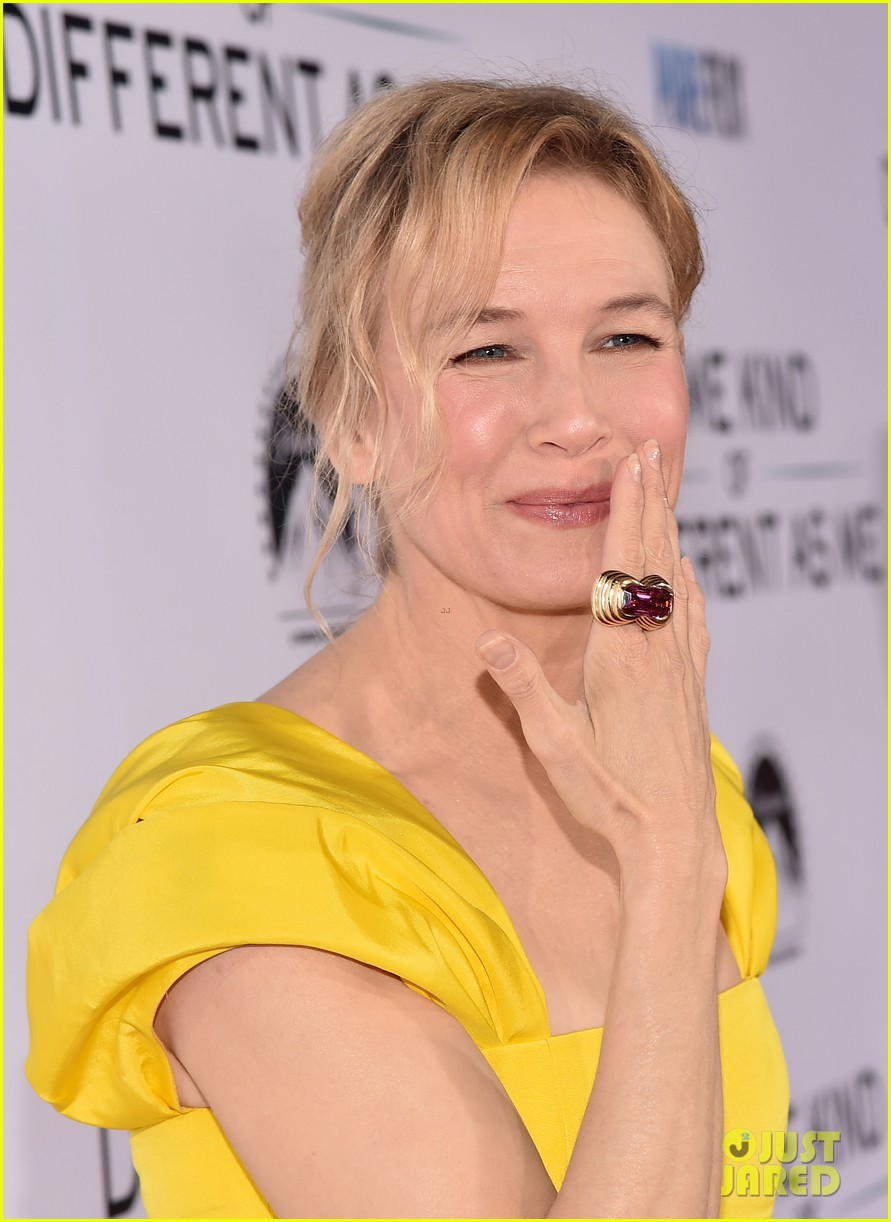 renee zellweger is pretty in yellow at same kind of different as me premiere 053971825