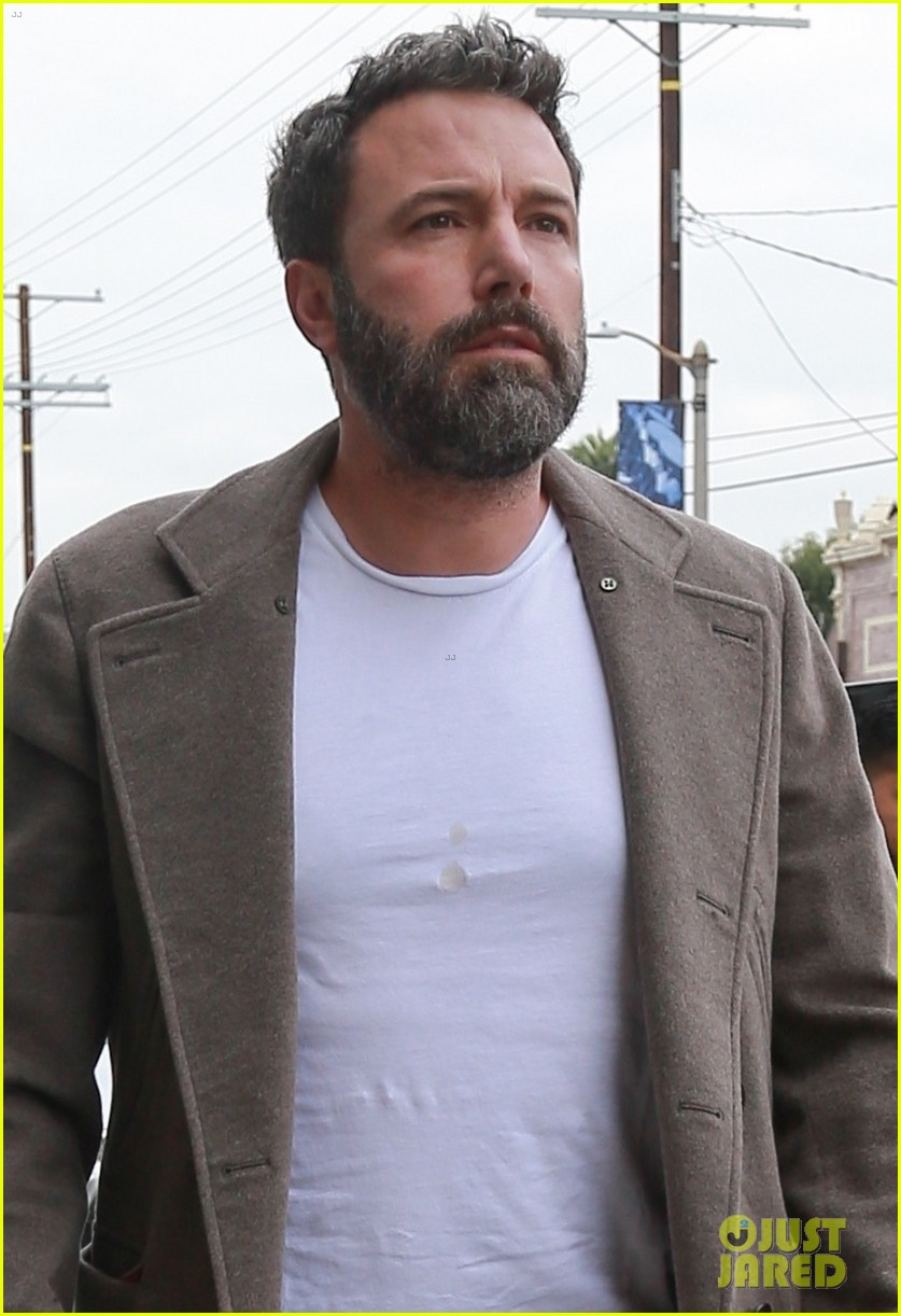 ben affleck steps out after spending halloween with ex jennifer garner 023981655