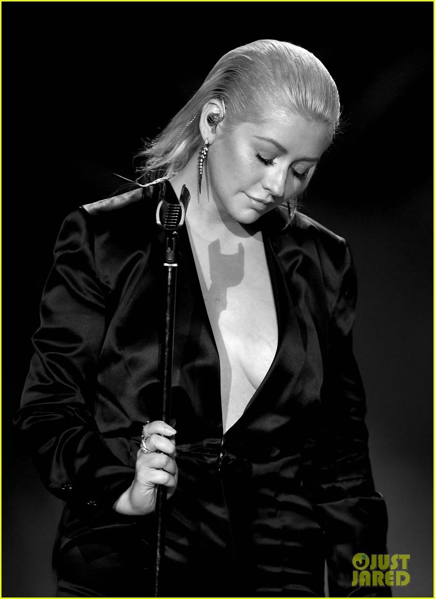 christina aguilera american music awards 2017 043990166