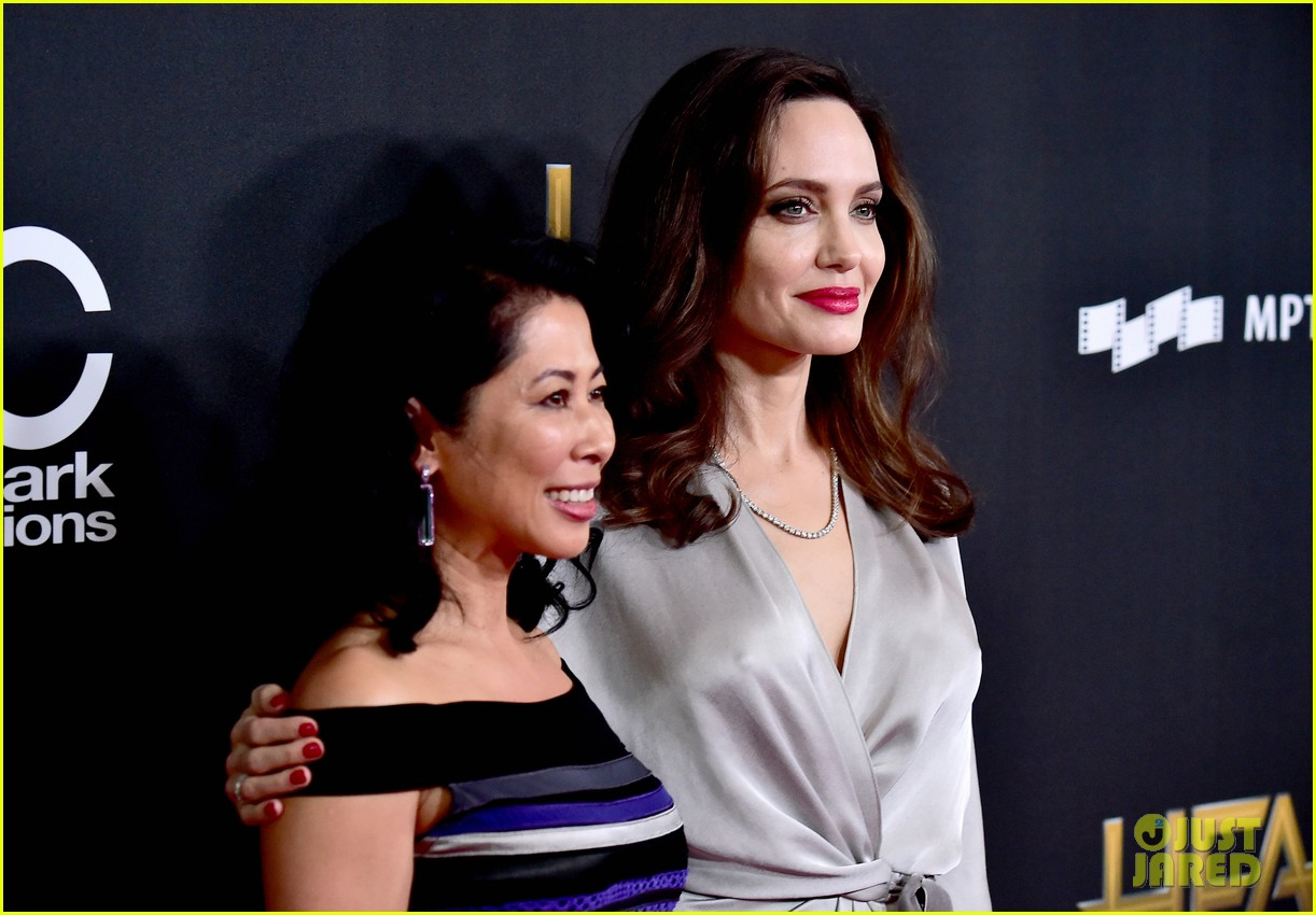 angelina jolie hollywood film awards 2017 043982814