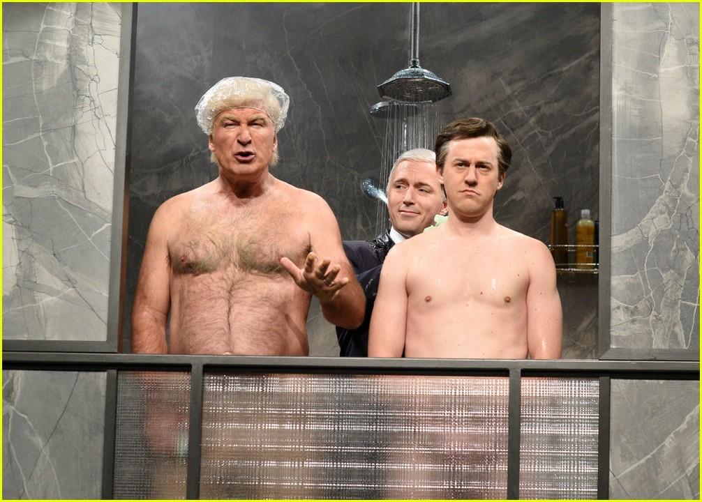 Alec Baldwin Strips Down as Trump for SNL Cold Open