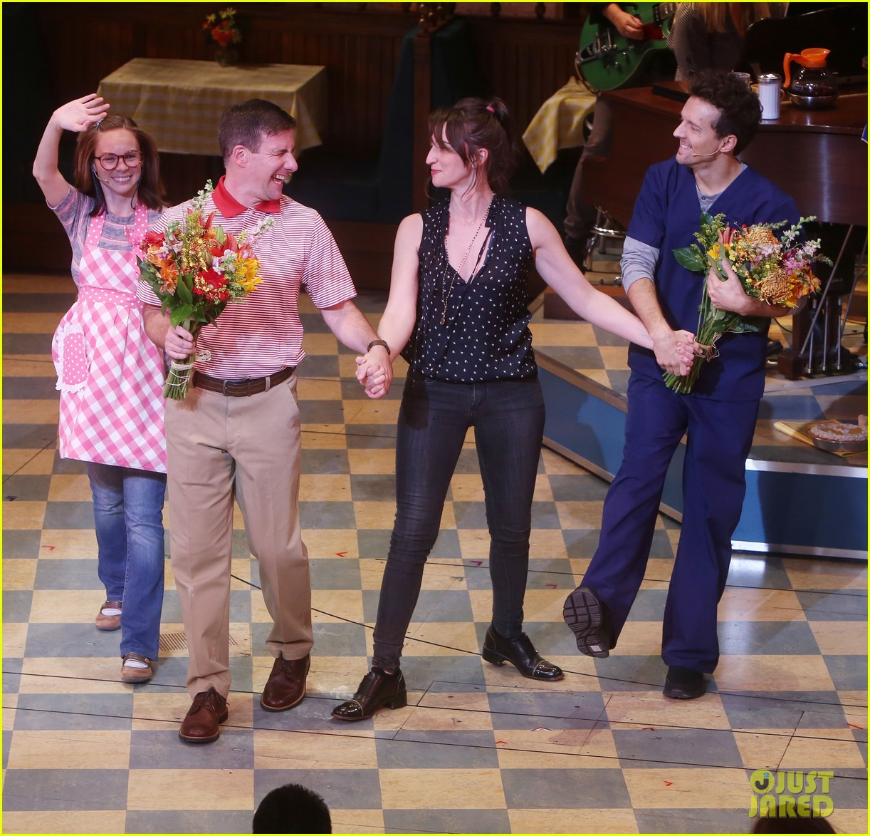 sara bareilles welcomes jason mraz to waitress cast 033982262