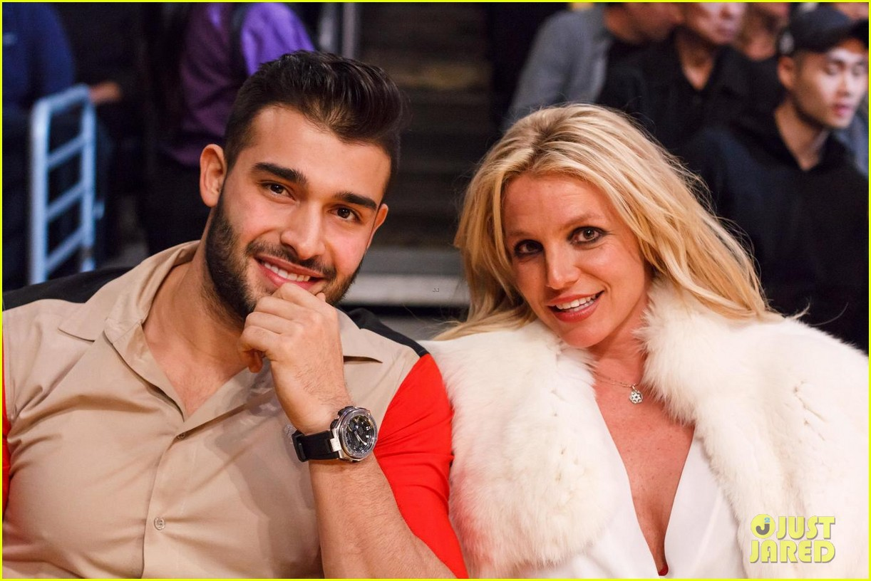 britney-spears-basketball-sam-asghari-03