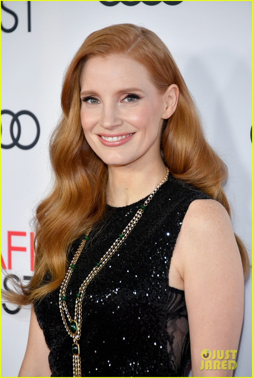 jessica chastain bares some leg at mollys game screening 023988913