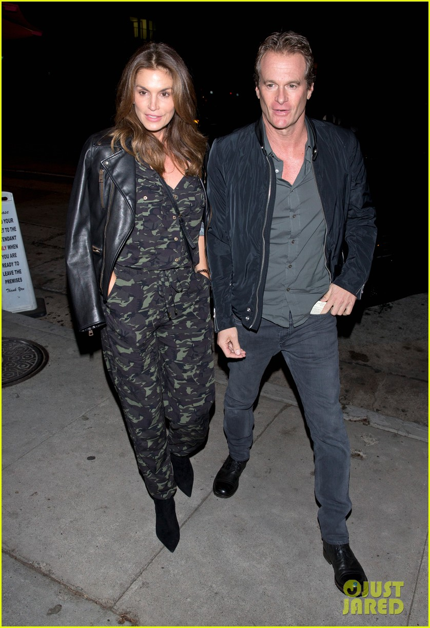 cindy crawford goes camo for date night with rande gerber 013983062