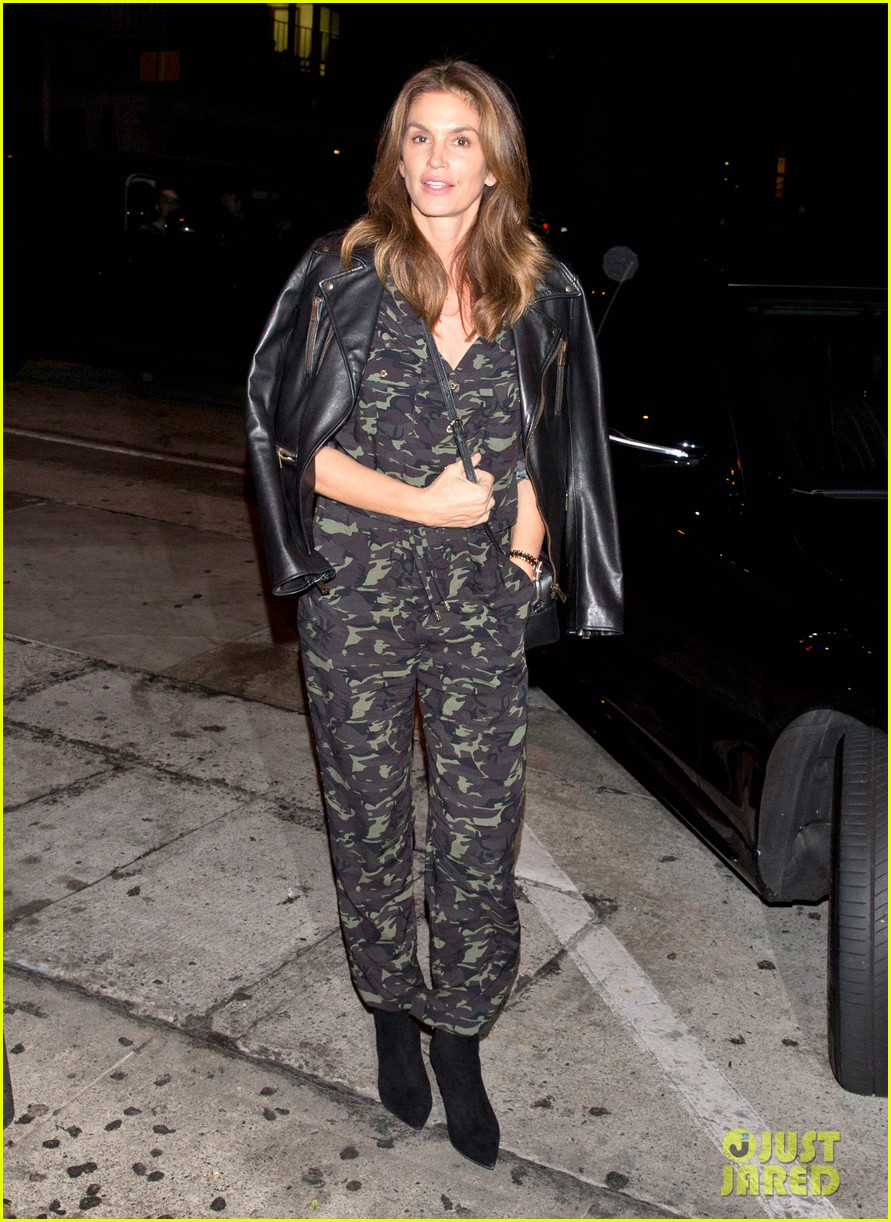 cindy crawford goes camo for date night with rande gerber 053983066