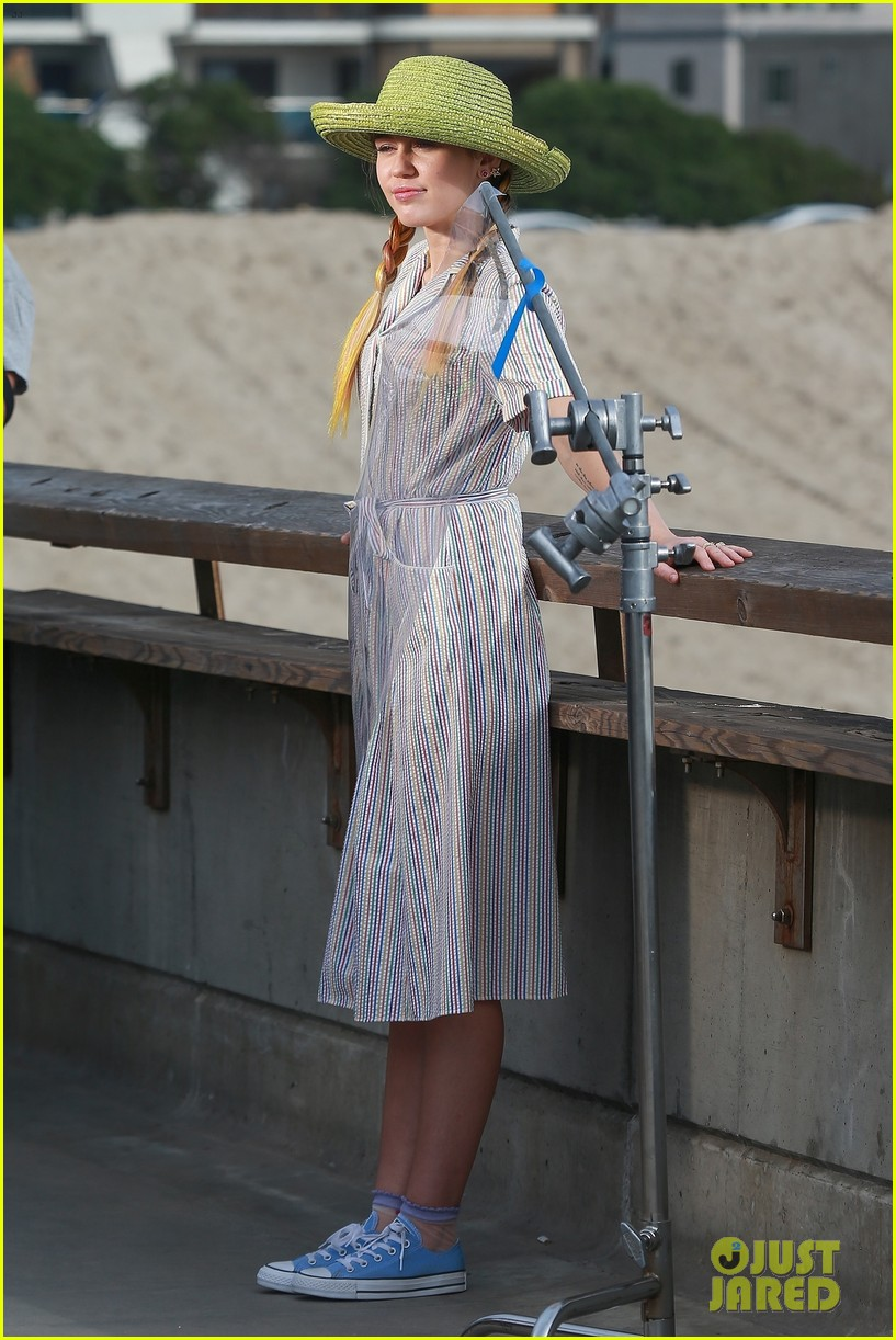 miley cyrus looks beautiful in blue during venice beach shoot 043988782