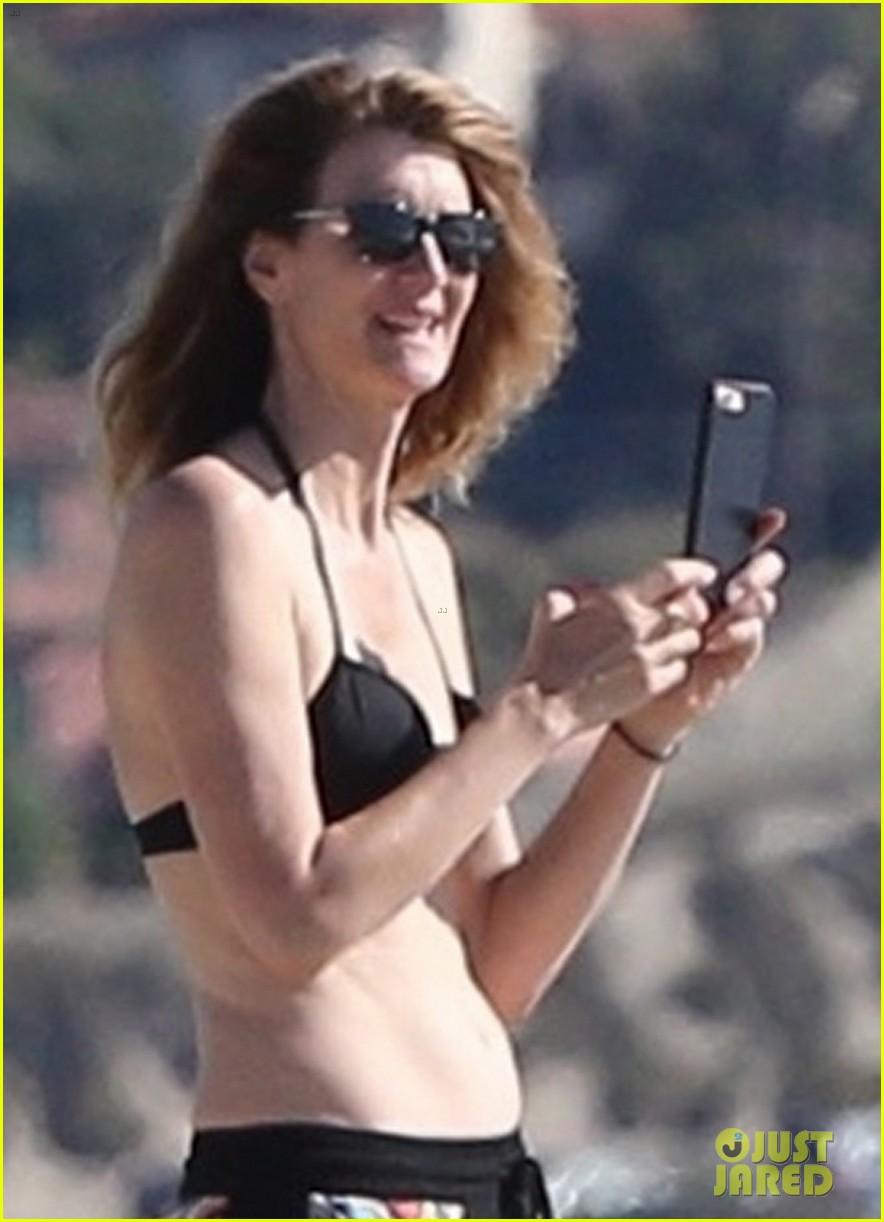 laura dern shows off her bikini body on the beach in malibu 043991760