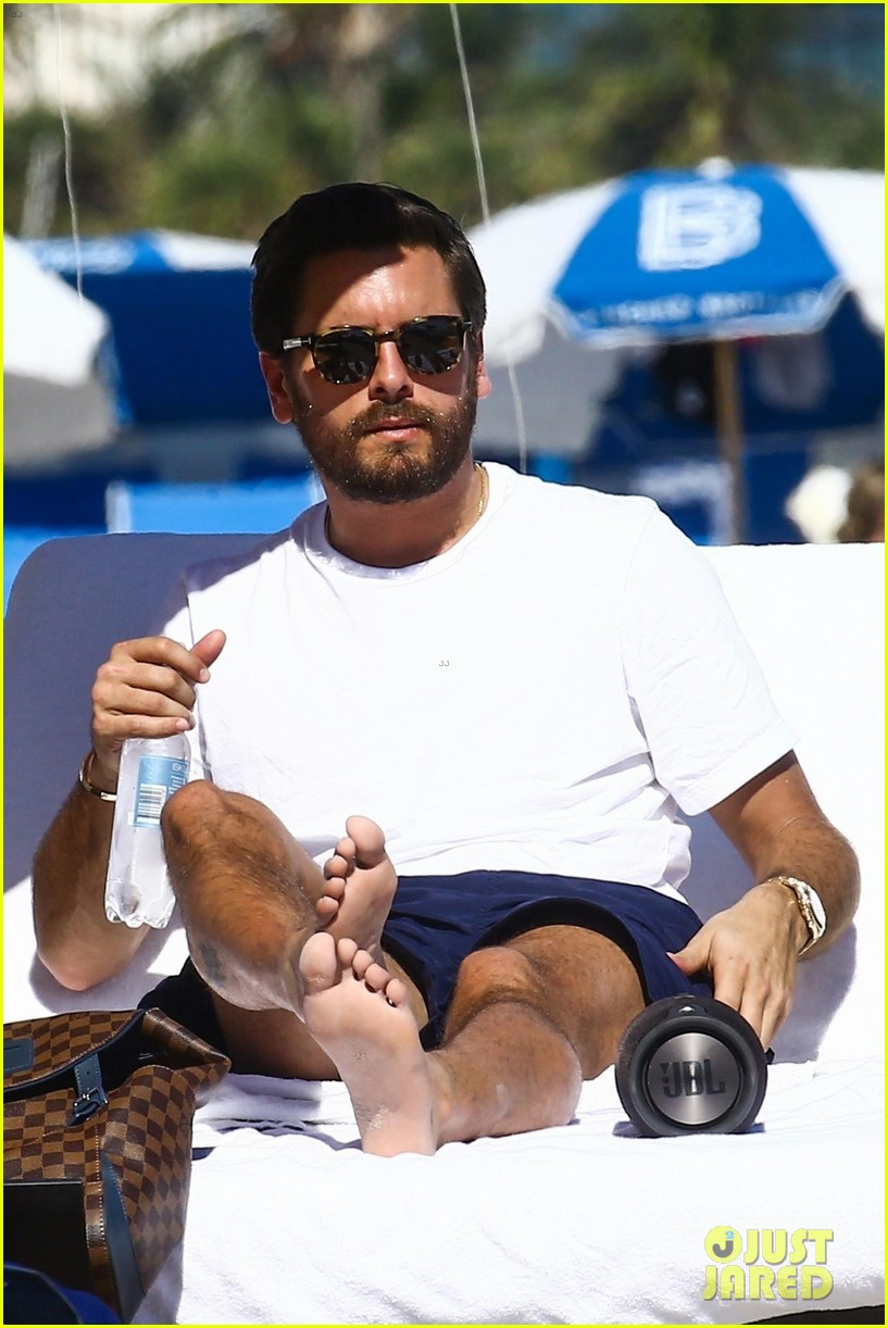 scott disick hits the beach in miami 043992259