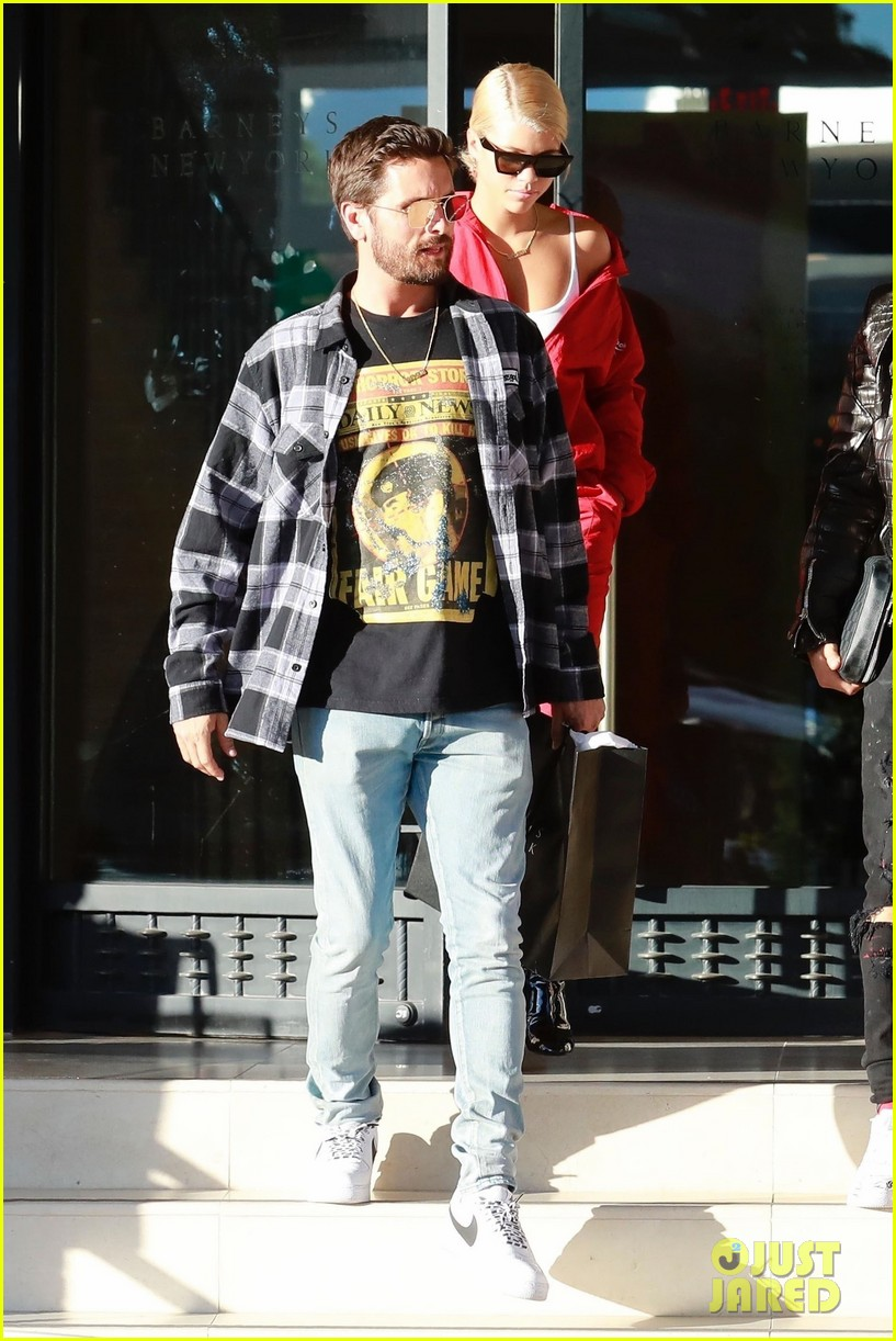 scott disick sofia richie couple up for afternoon shopping spree 033985045