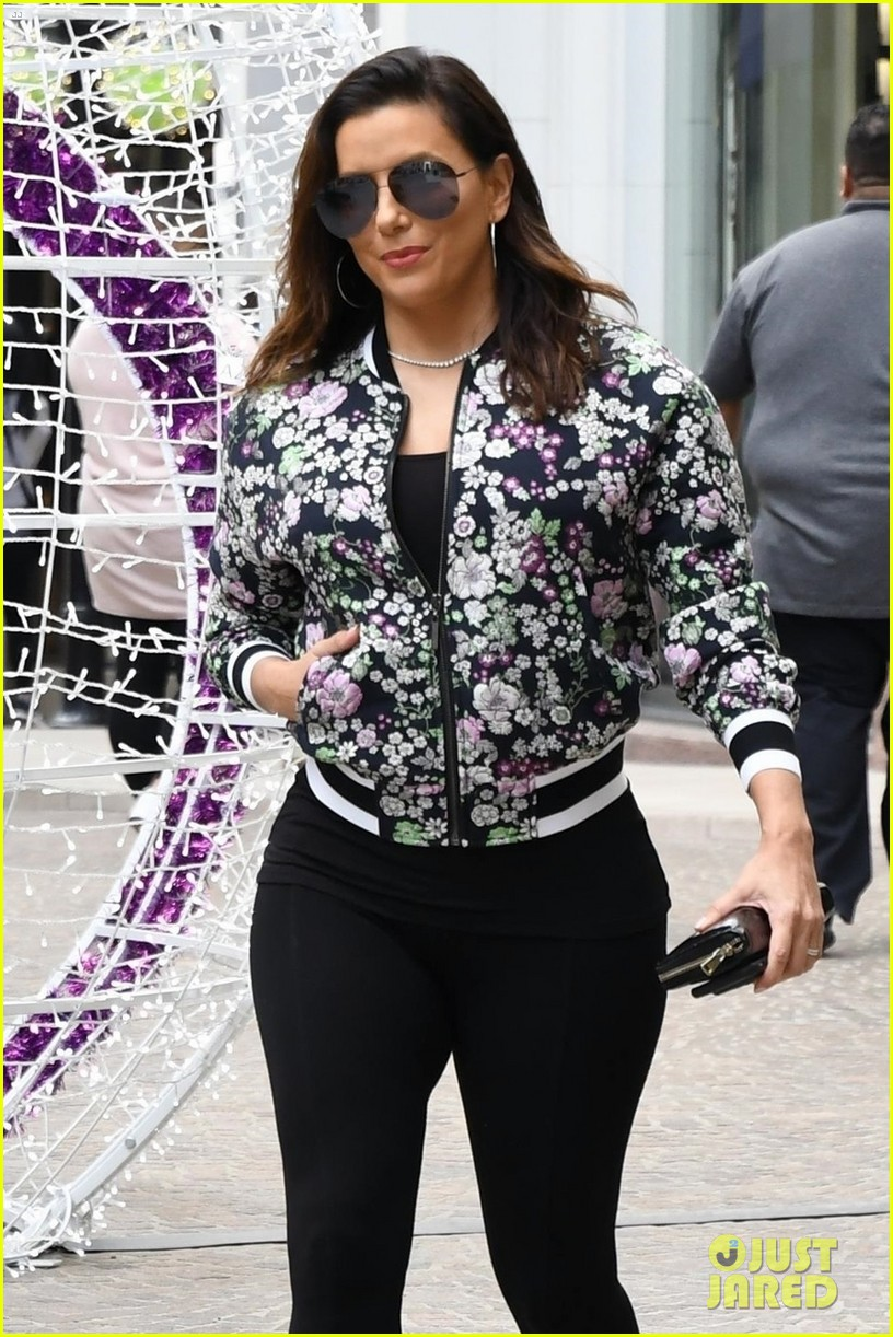 eva longoria grabs lunch with desperate housewives costar felicity huffman 023993800