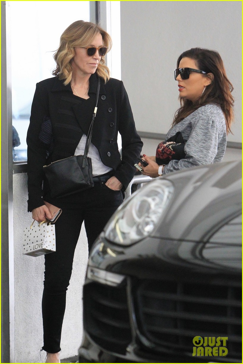 eva longoria grabs lunch with desperate housewives costar felicity huffman 093993807