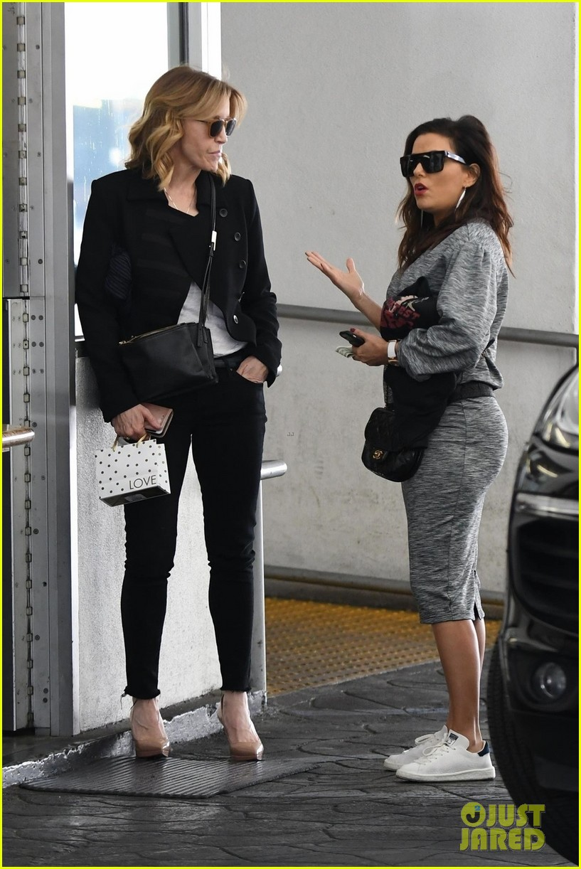 eva longoria grabs lunch with desperate housewives costar felicity huffman 203993818