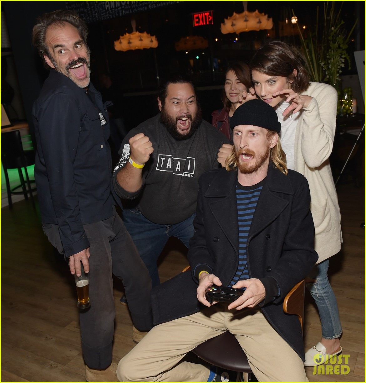 chris evans helps host xbox one x launch party 033981250