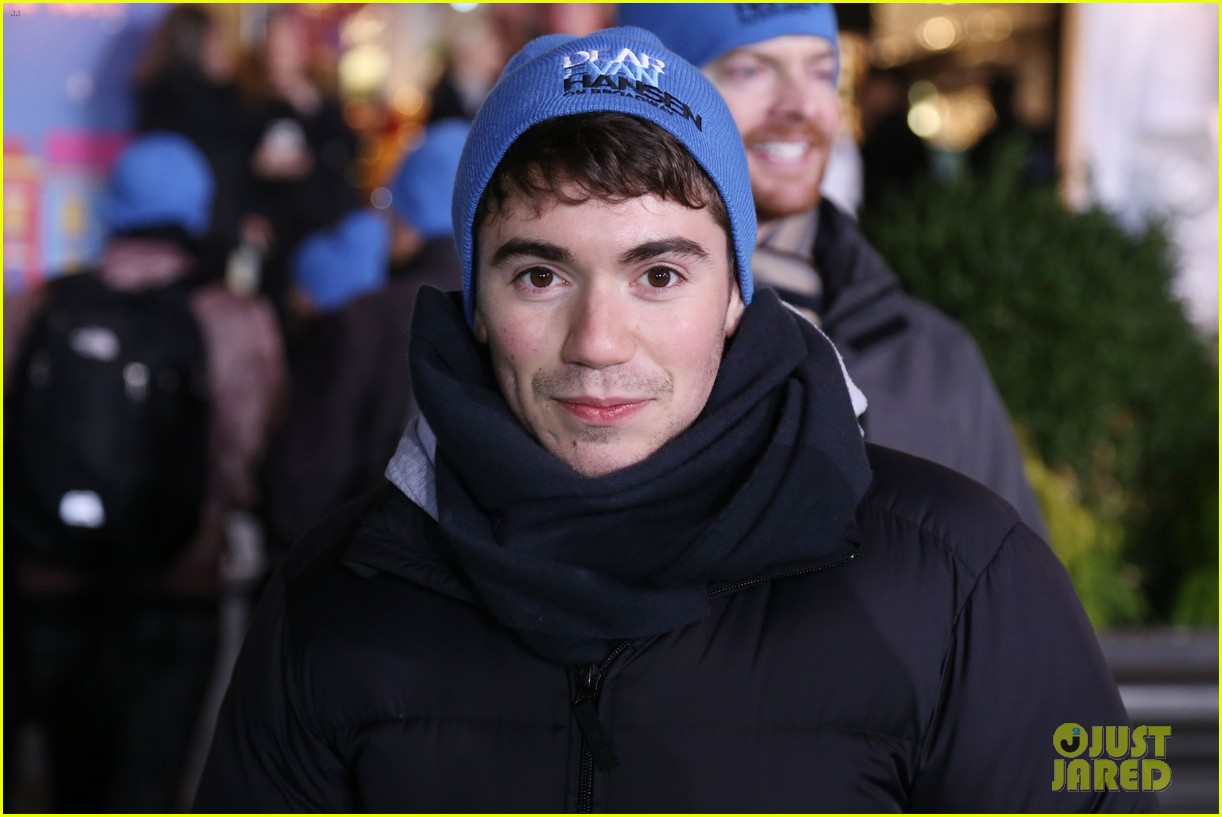 noah galvin kicks off his dear evan hansen broadway limited run 013991570