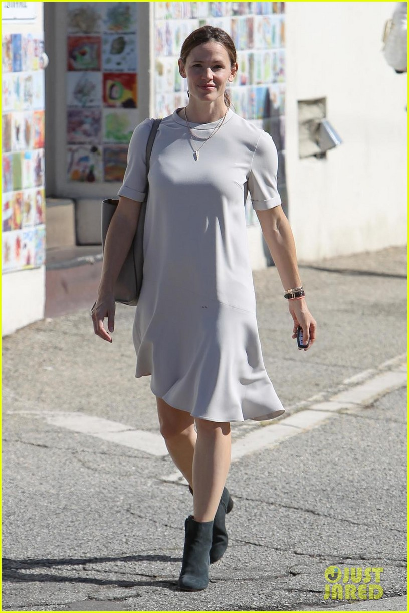 jennifer garner is all smiles at sunday church service 053983665