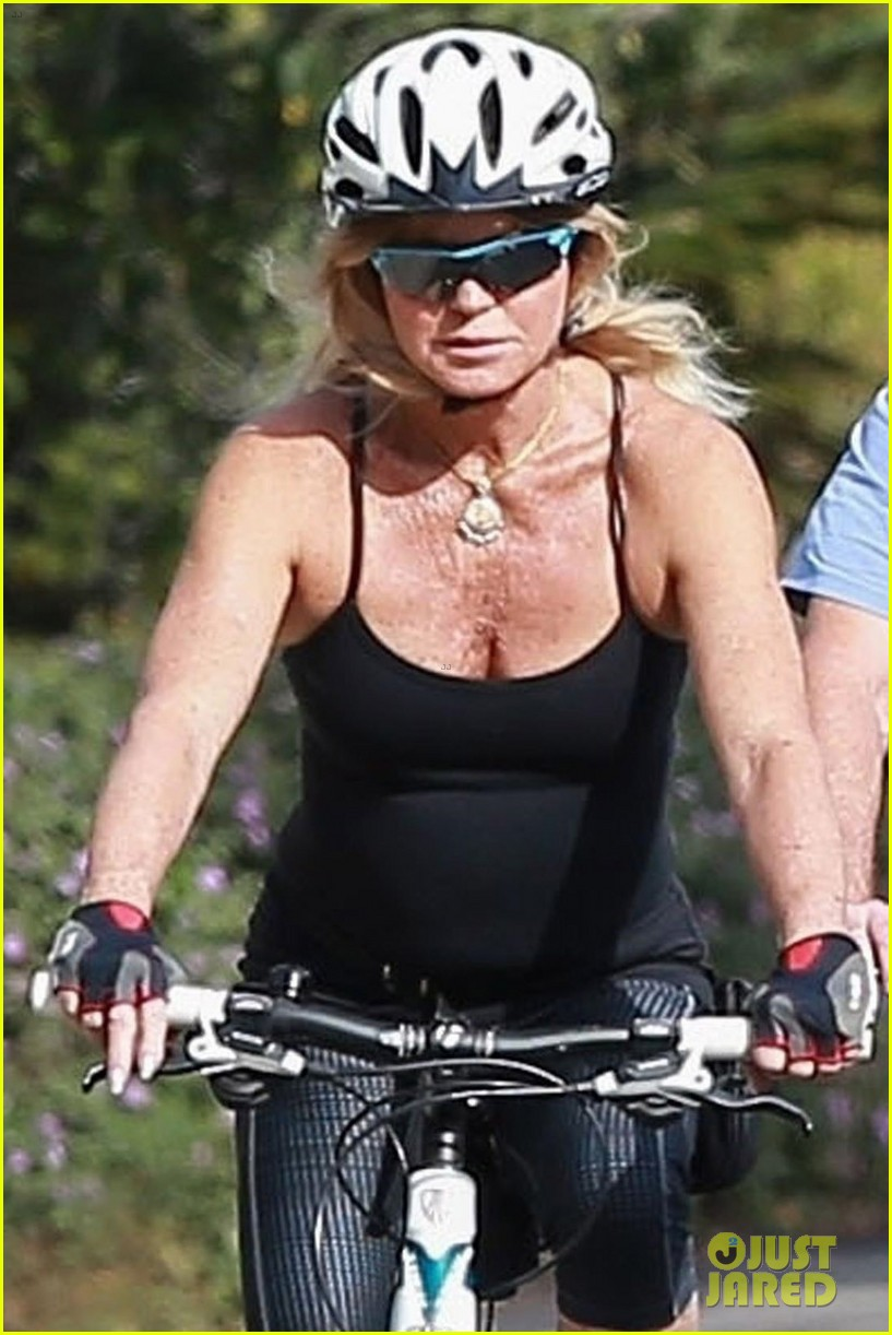 goldie hawn kurt russell thanksgiving bike ride 043992193
