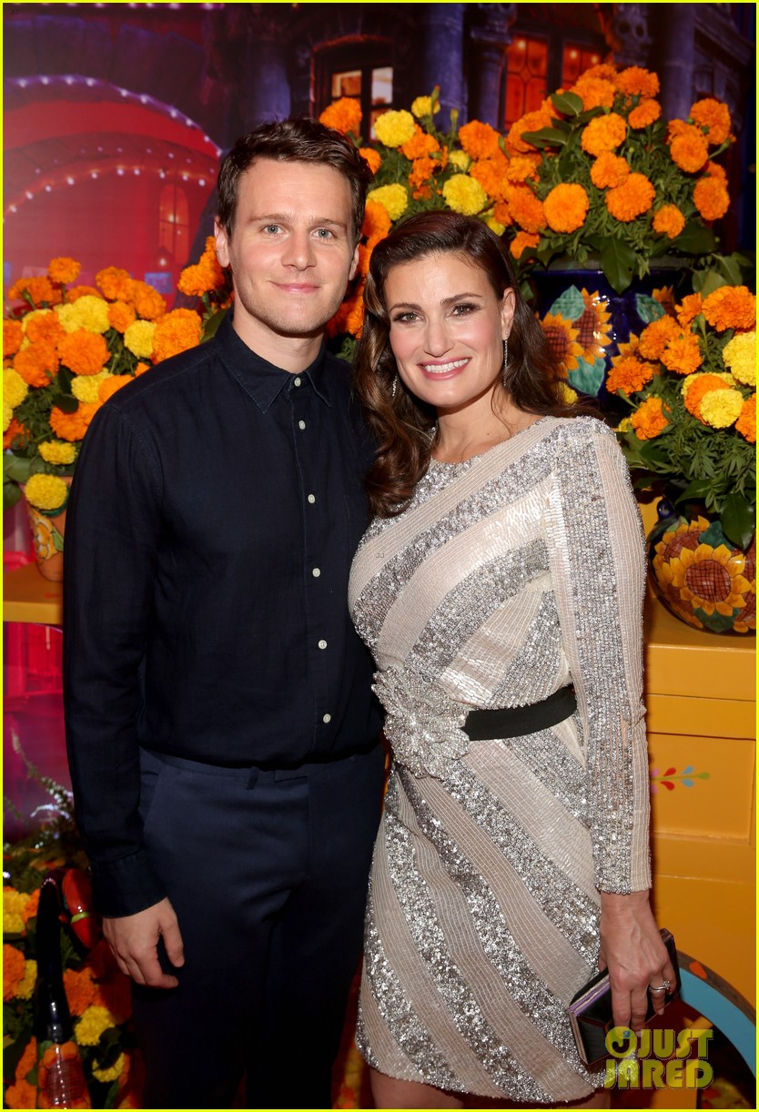 jonathan groff idina menzel join coco cast at marigold carpet premiere 013984729