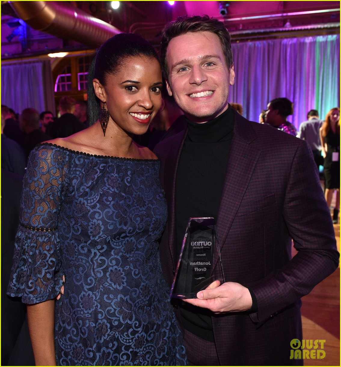 jonathan groff gets honored as entertainer of the year at out100 gala 023985269