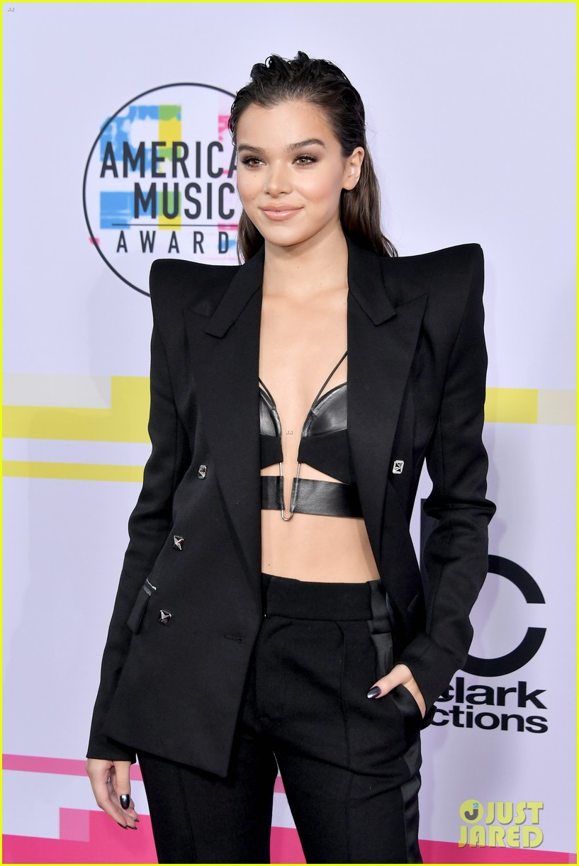 hailee steinfeld alesso 2017 american music awards 033989904