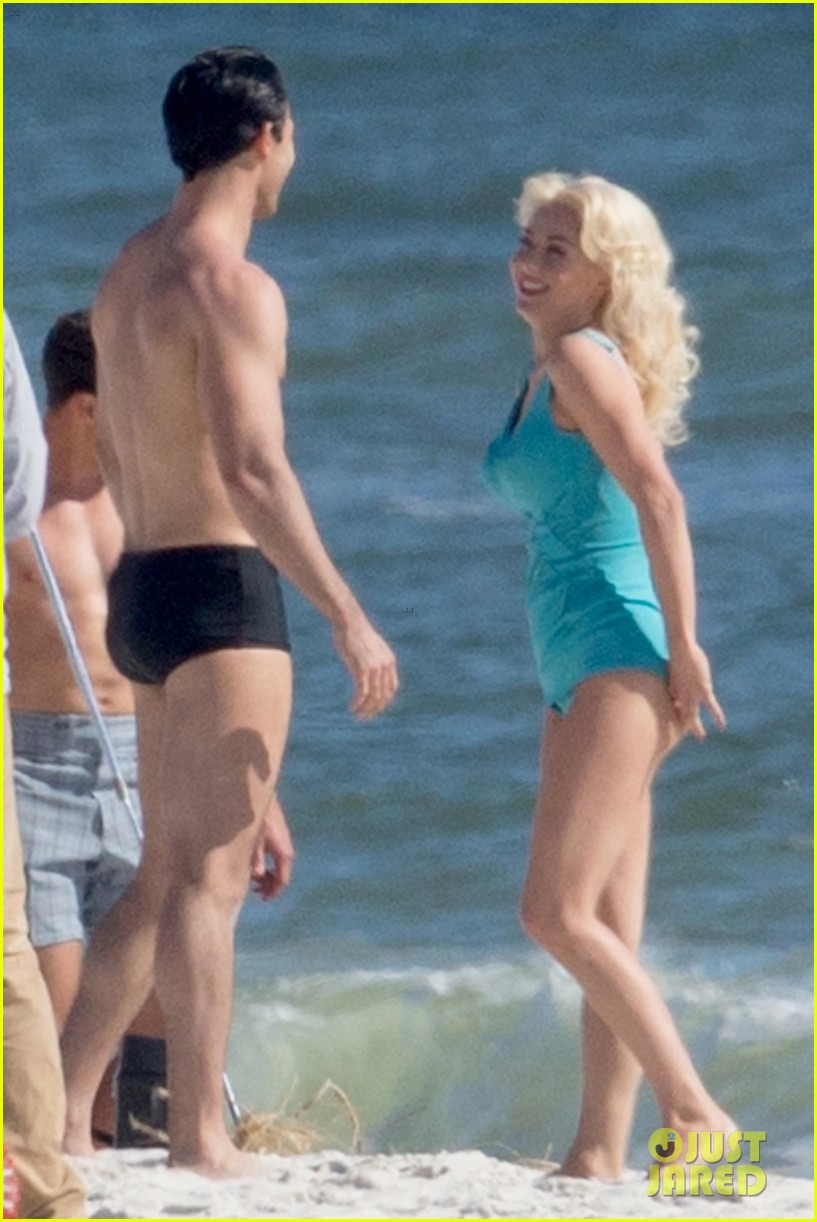 tyler hoechlin wears tiny swimsuit for bigger beach scene julianne hough 033988004