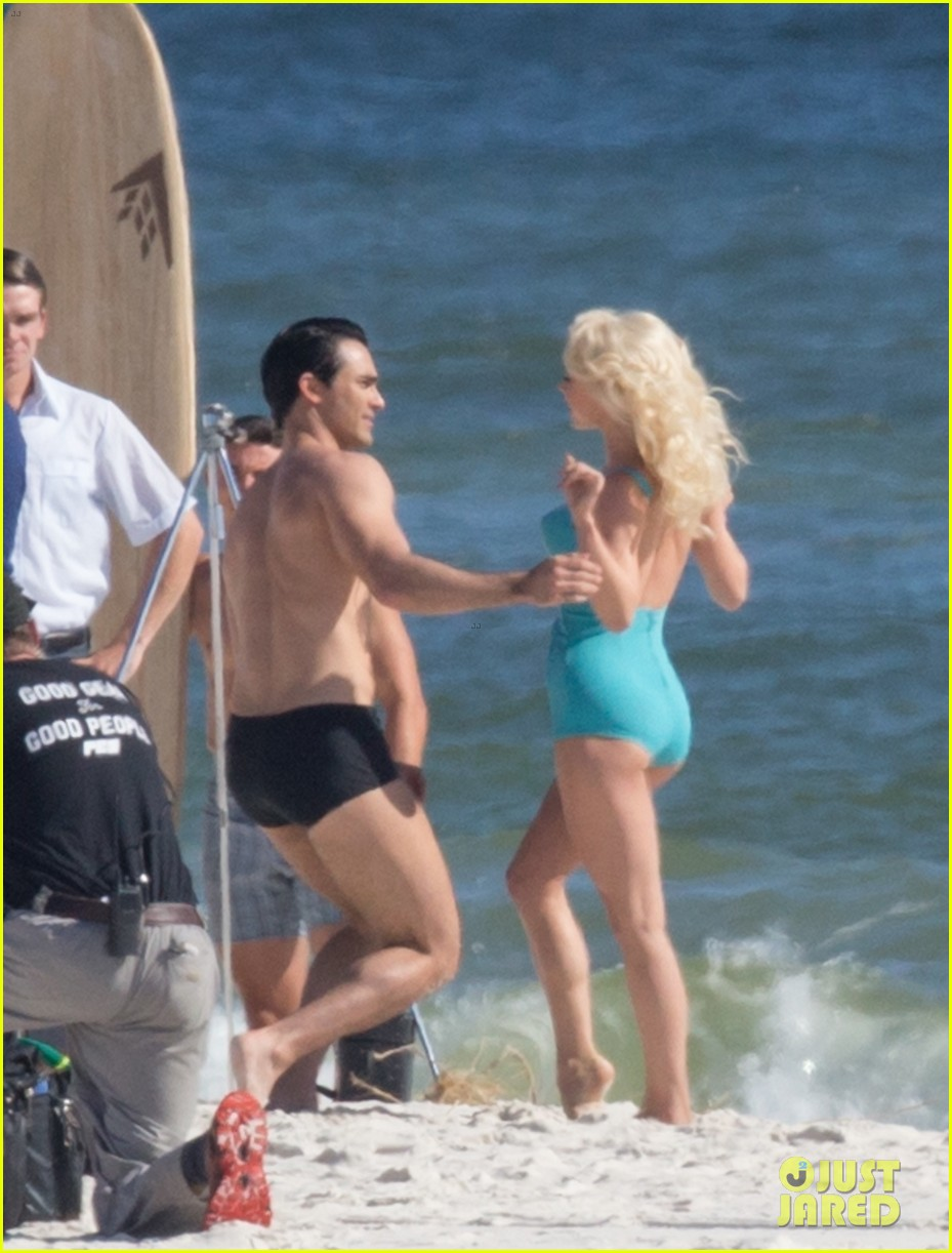 tyler hoechlin wears tiny swimsuit for bigger beach scene julianne hough 113988012