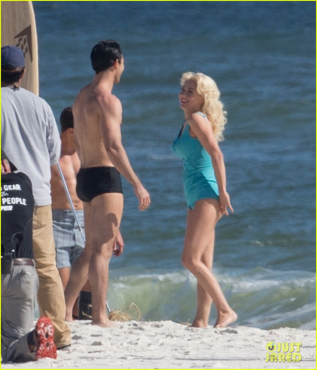 tyler hoechlin wears tiny swimsuit for bigger beach scene julianne hough 163988017