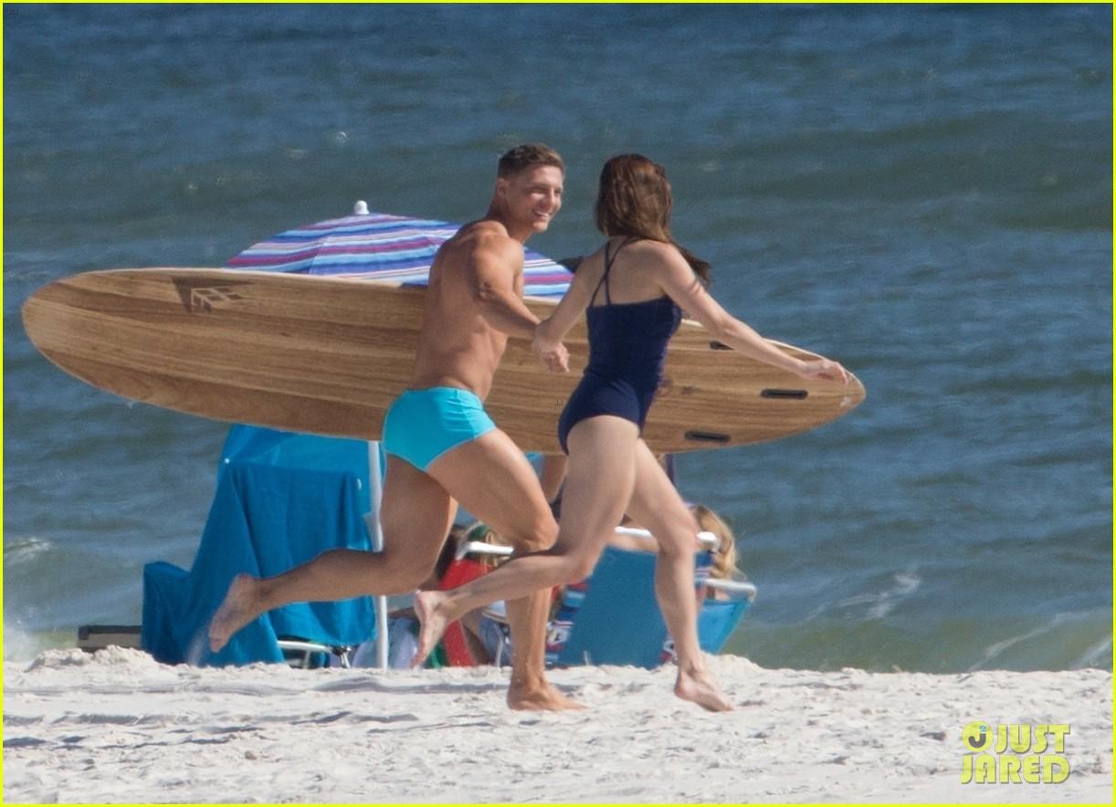 tyler hoechlin wears tiny swimsuit for bigger beach scene julianne hough 263988027
