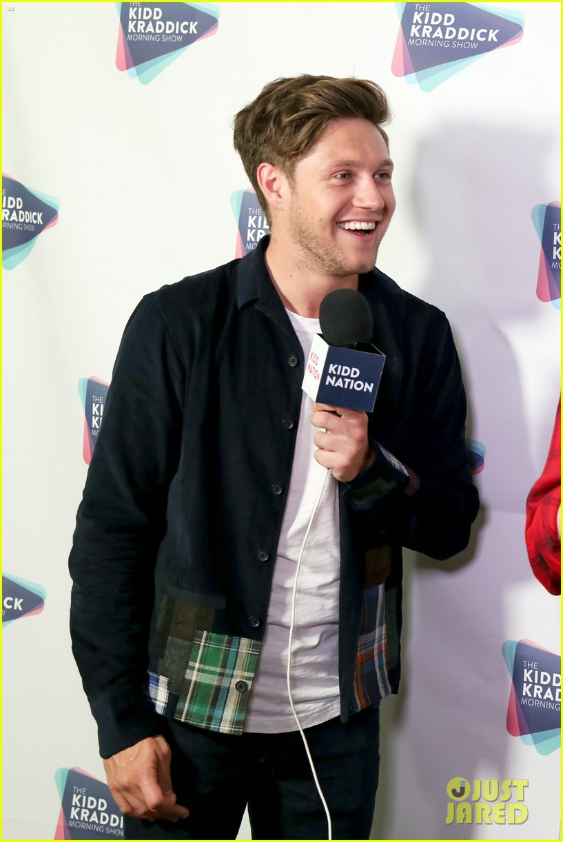 niall horan hailee steinfeld kesha and more hit the red carpet at kiss fms jingle ball 2017 033994071