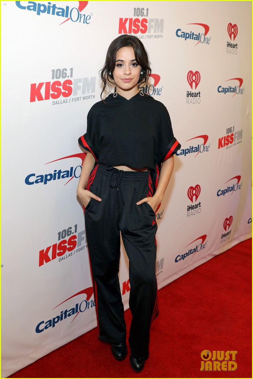 niall horan hailee steinfeld kesha and more hit the red carpet at kiss fms jingle ball 2017 083994076