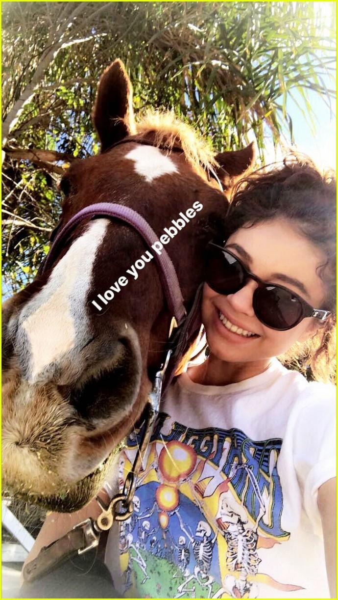 sarah hyland wells adams horseback riding date 073983258