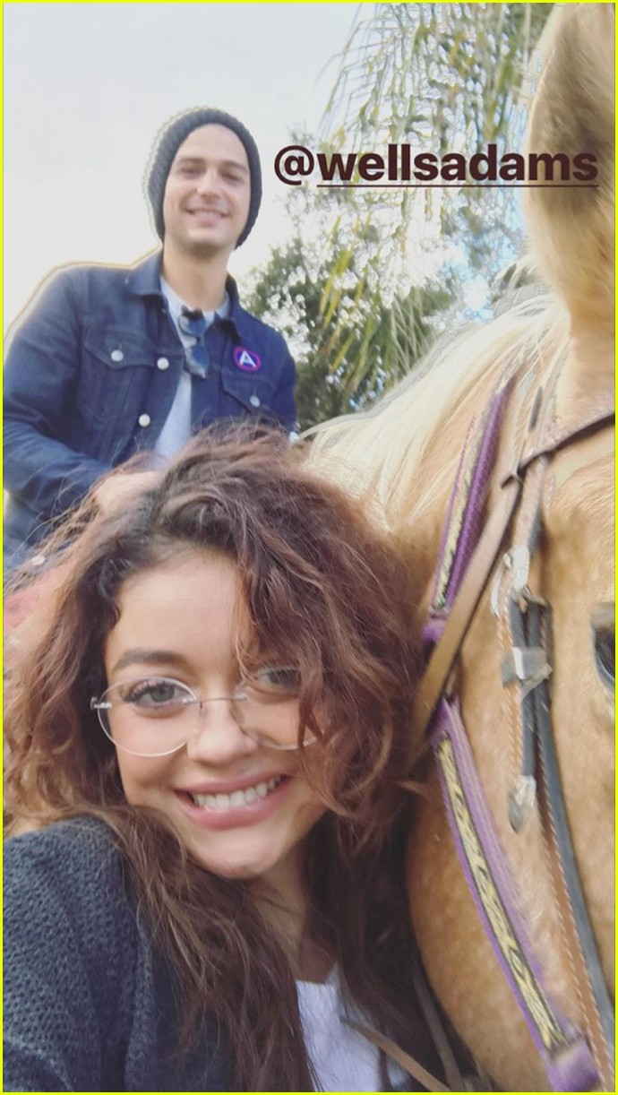 sarah hyland wells adams horseback riding date 103983261