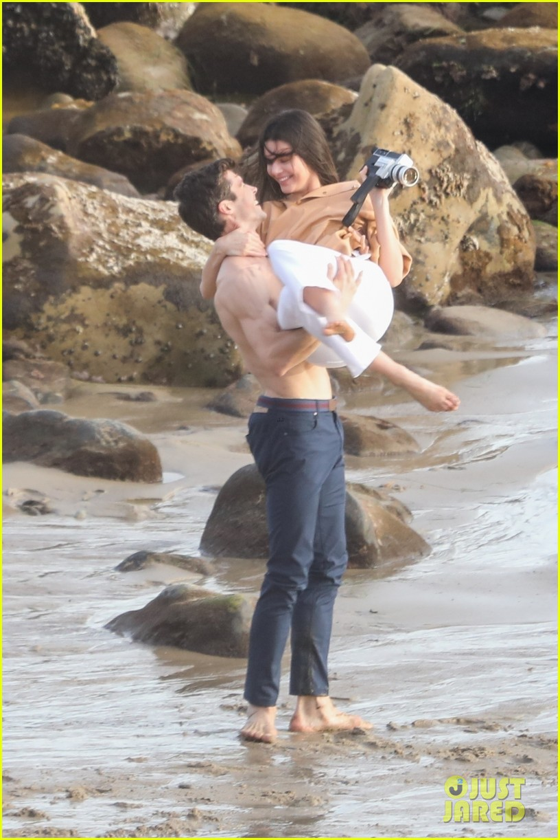 kendall jenner joins hot shirtless guy for beach photo shoot 013983905
