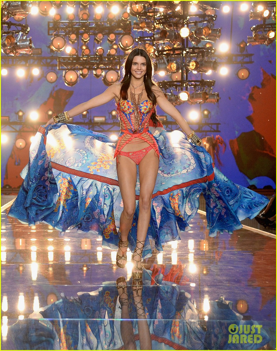 Is Kendall Jenner Walking In Victorias Secret Fashion