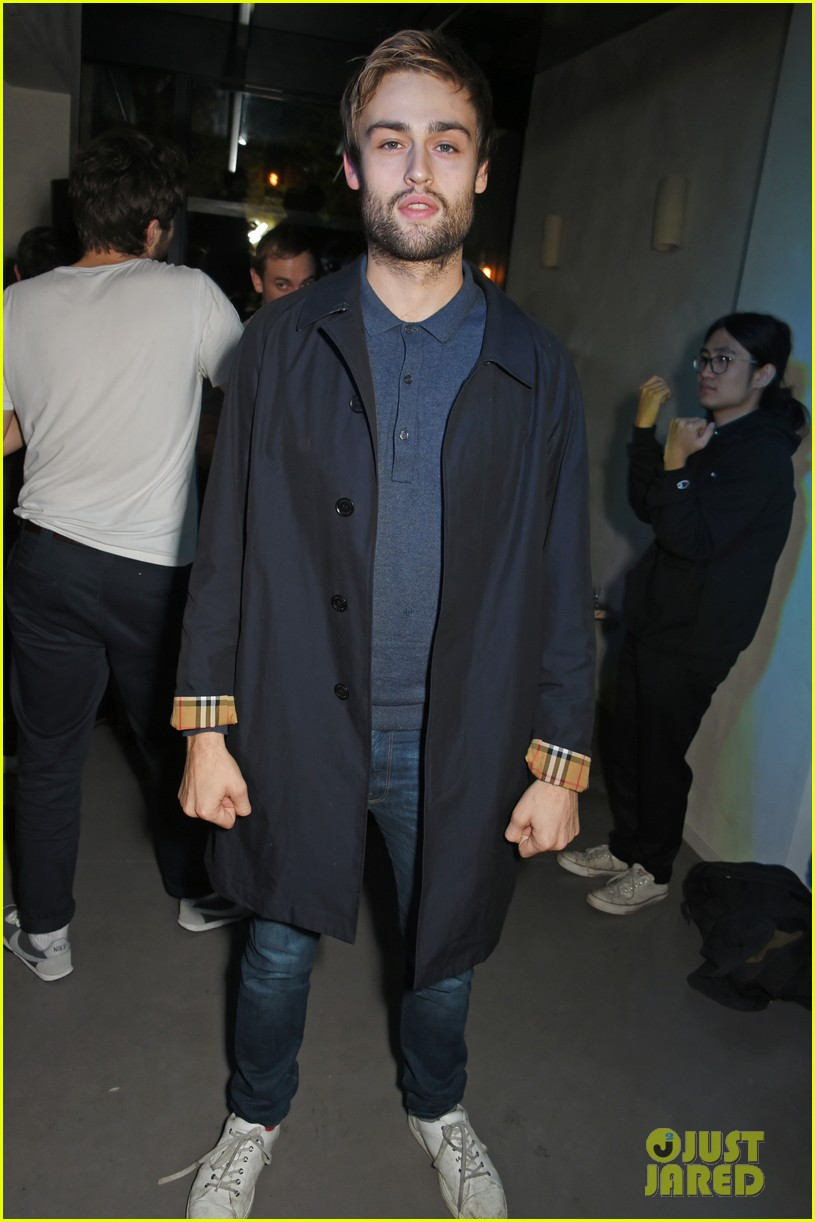 jeremy invine douglas booth mr porter party 053985584