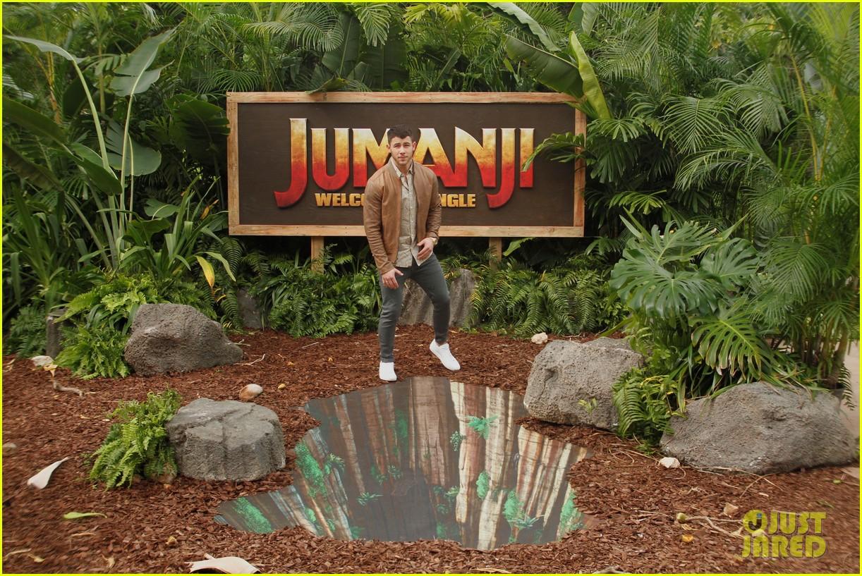 Dwayne Johnson & Nick Jonas Promote \'Jumanji: Welcome to the Jungle ...