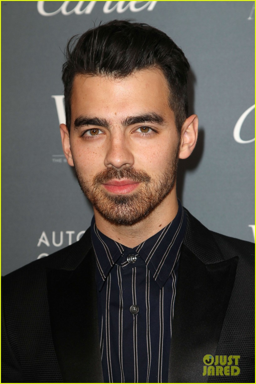 joe jonas joins karlie kloss at wsj innovators awards 023981057