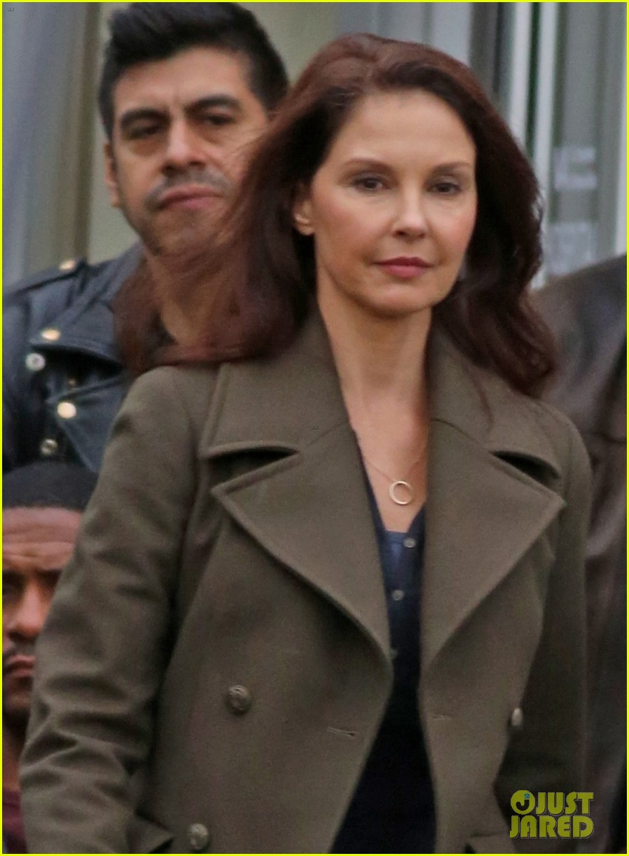 ashley judd gets back to work on a dogs way home following harvey weinstein accusations 053989069