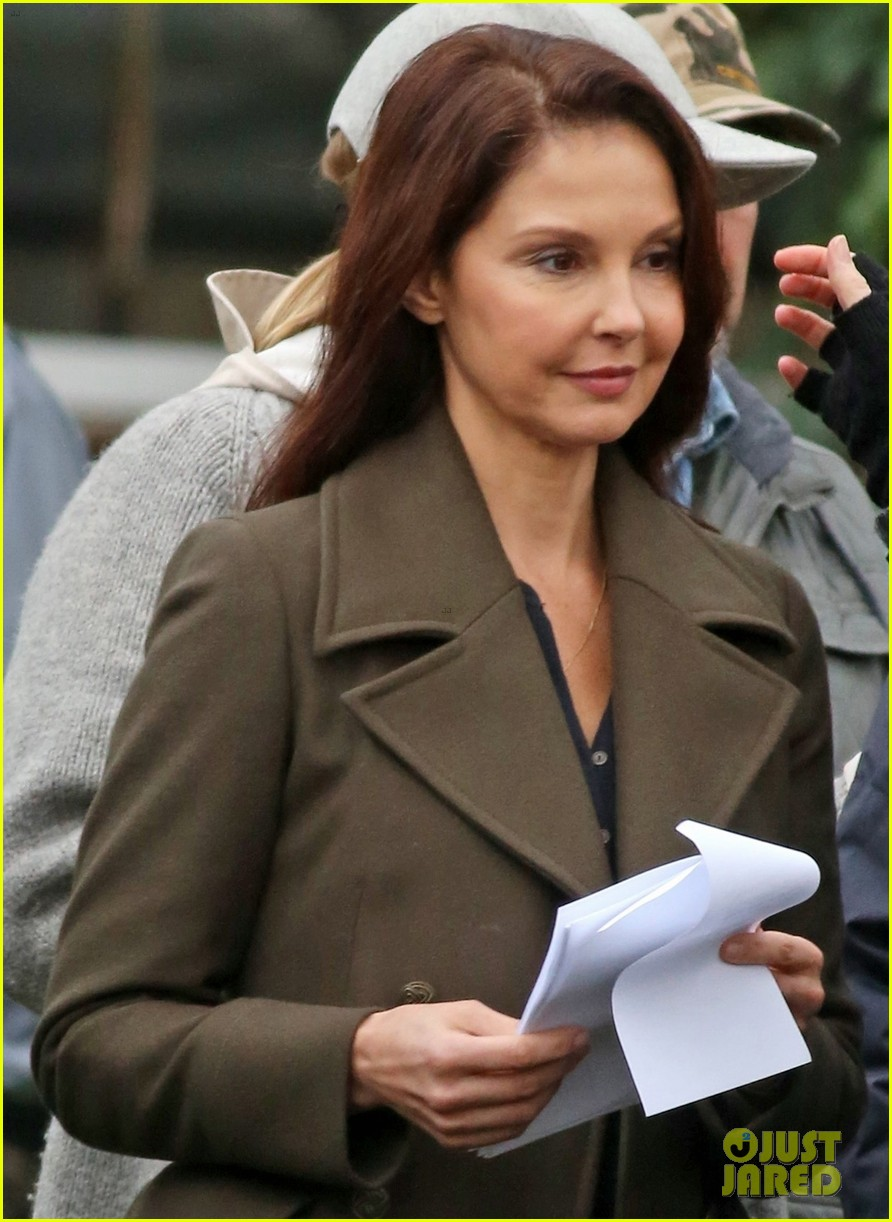 ashley judd gets back to work on a dogs way home following harvey weinstein accusations 063989070