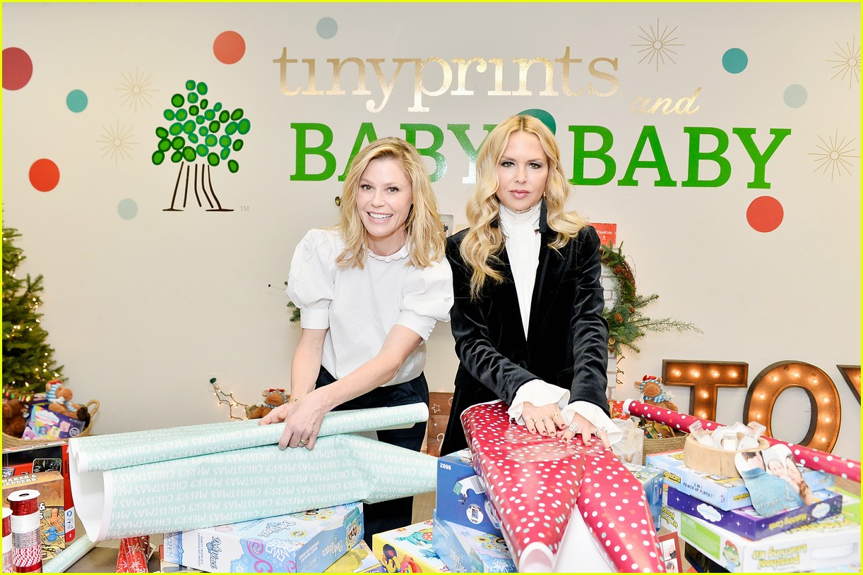 julie bowen christmas wrapping 013995130