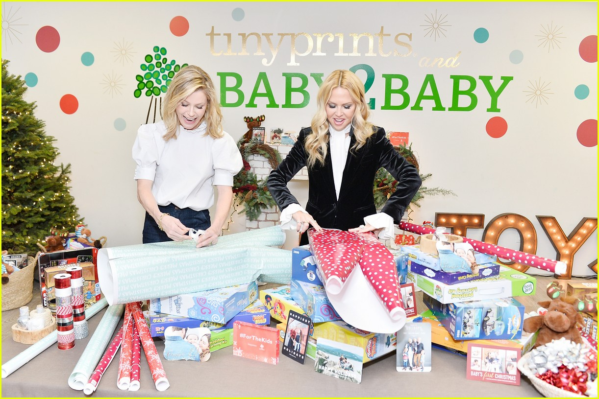 julie bowen christmas wrapping 033995131